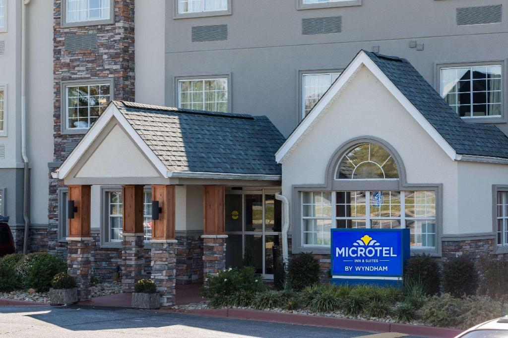 Hotellet från utsidan Microtel Inn & Suites Greenville by Wyndham