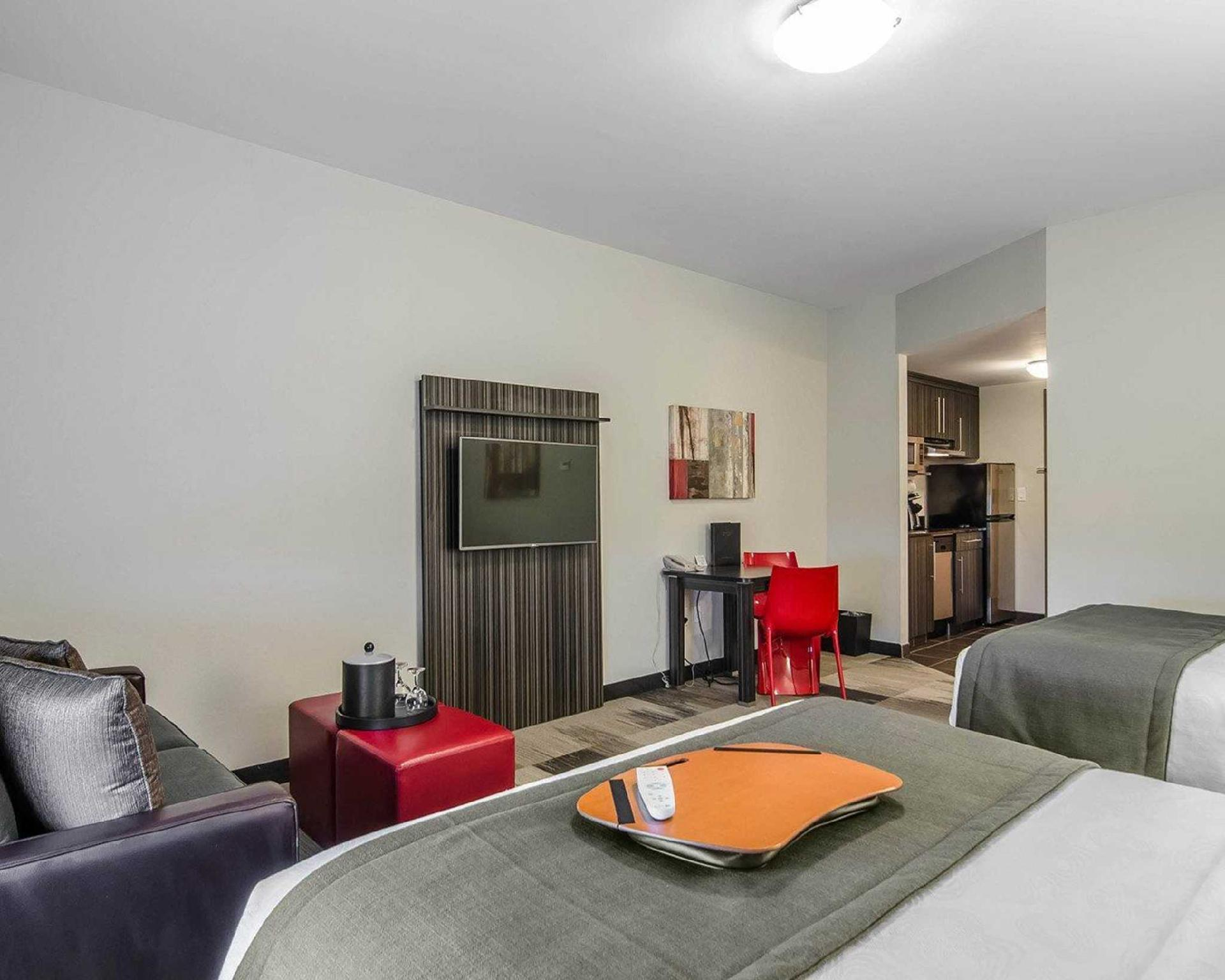 Queen Suite with Two Queen Beds - Pet-Friendly
