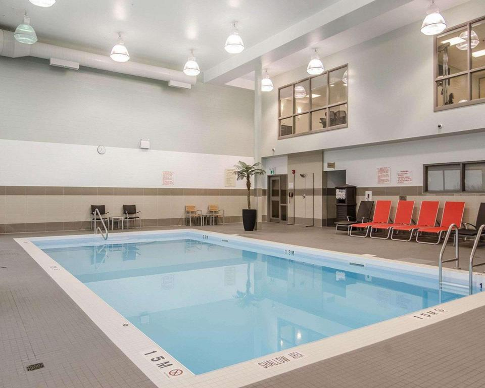 Pool MainStay Suites Saskatoon