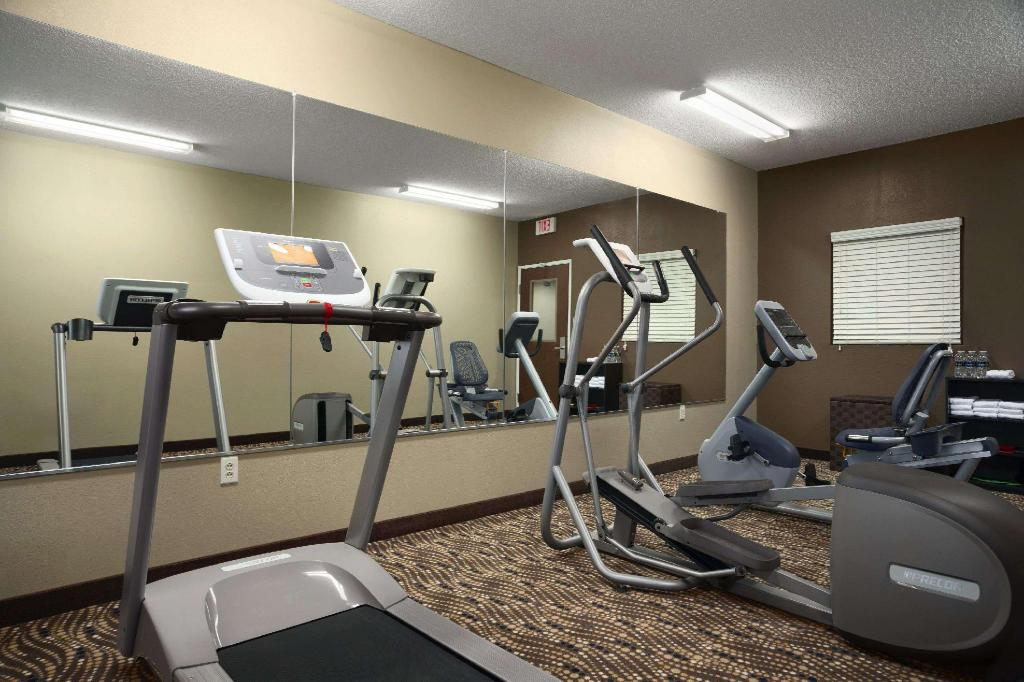 Centro de fitness Microtel Inn & Suites by Wyndham Fairmont