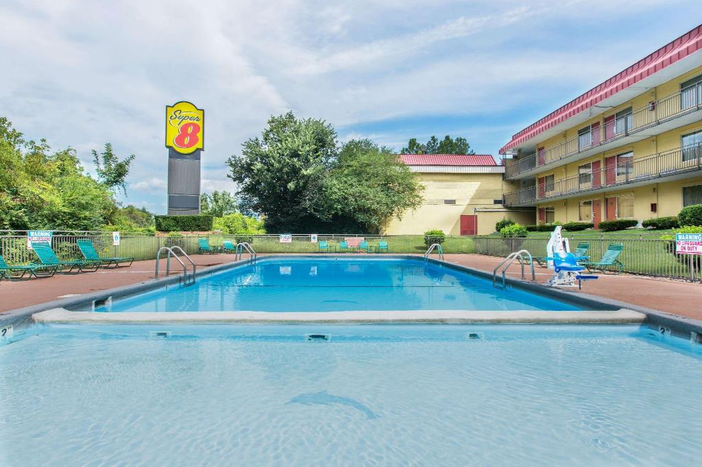utomhuspool Super 8 By Wyndham Caryville Tn