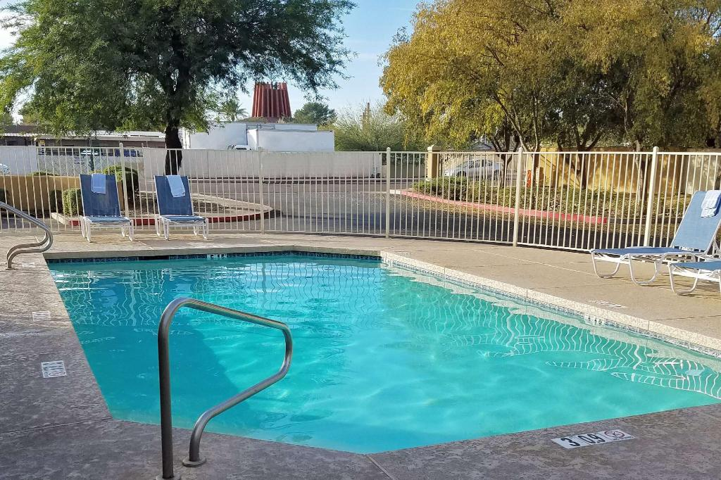 Piscina exterior Extended Stay America Phoenix Scottsdale Old Town