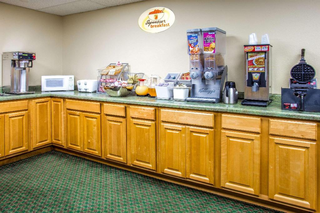 Coffee Shop/Café Super 8 By Wyndham Hartford Wi