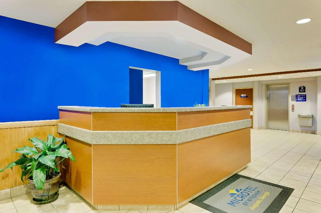 Lobi Microtel Inn & Suites by Wyndham Augusta Riverwatch