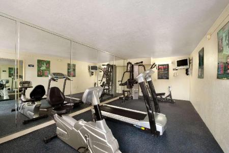 Fitness center Days Inn by Wyndham Orlando Conv. Center/International Dr