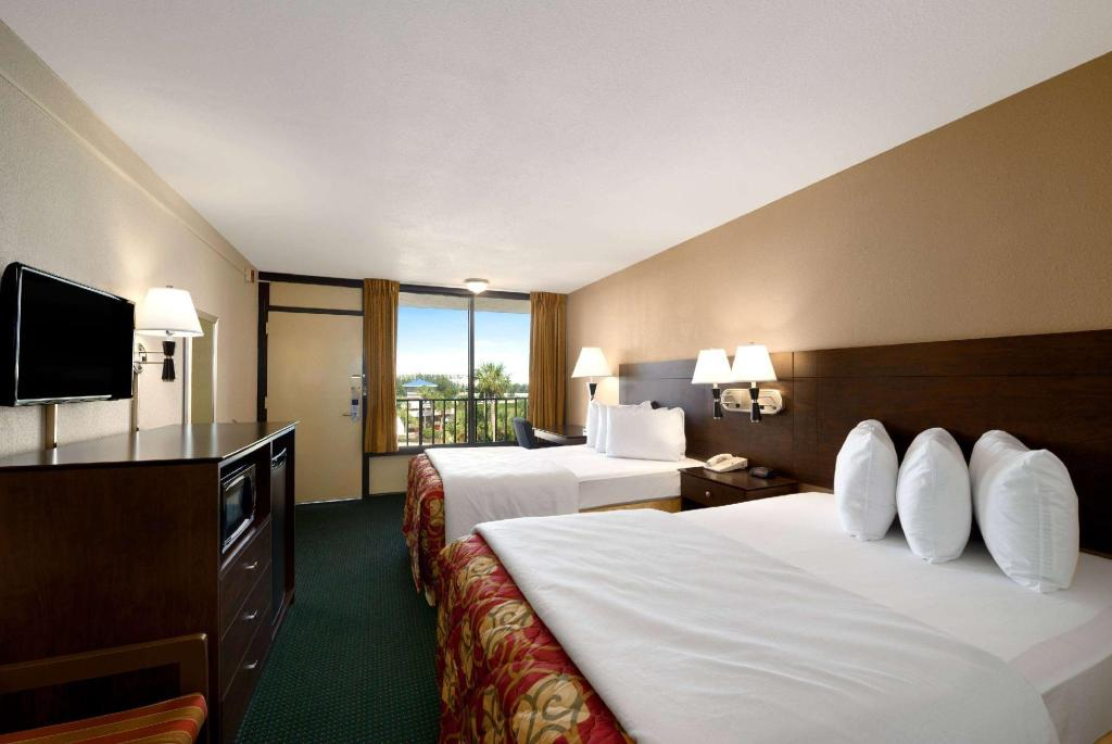 2 Double Beds Non-Smoking - Guestroom Days Inn by Wyndham Orlando Conv. Center/International Dr