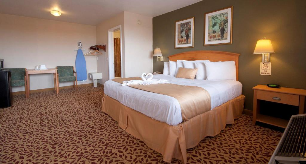 King Room with  Spa Bath - Oceanfront - Quartos Roomba Inn & Suites - Daytona Beach