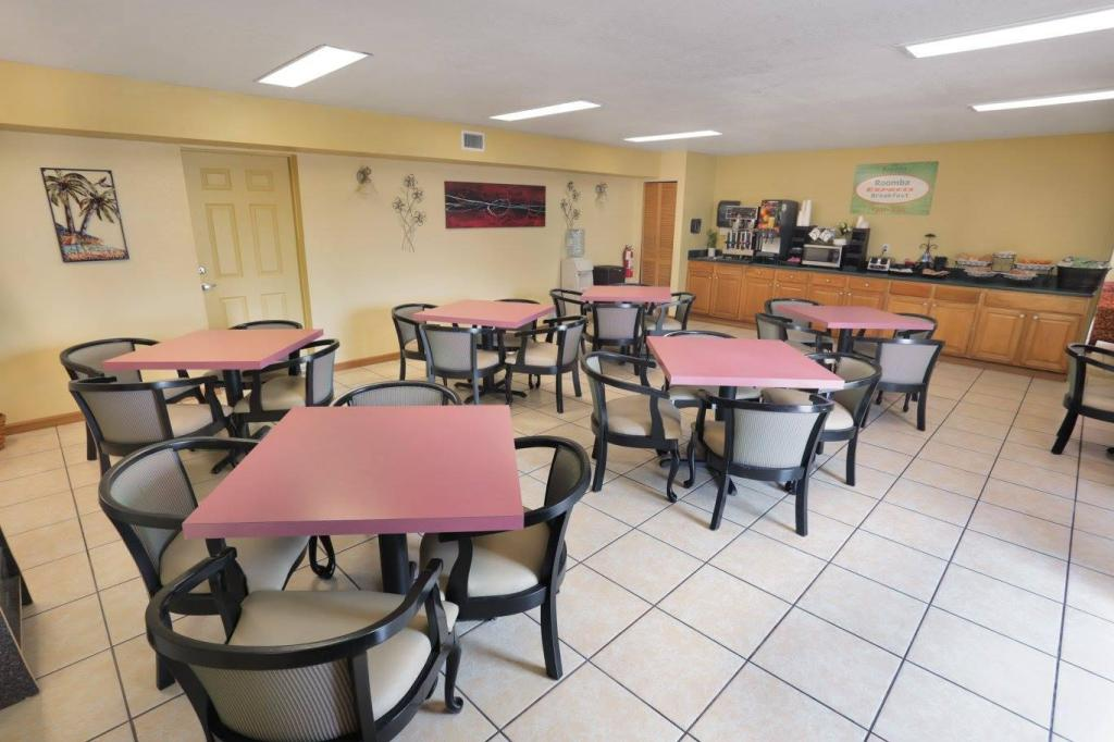 Coffee Shop/Café Roomba Inn & Suites - Daytona Beach