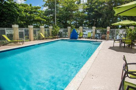Swimming pool [outdoor] SpringHill Suites Miami Airport South
