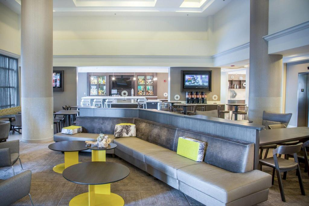 Lobby SpringHill Suites Miami Airport South
