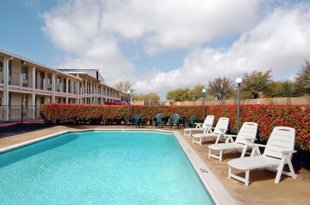 utomhuspool Super 8 By Wyndham By The Galleria / North Dallas