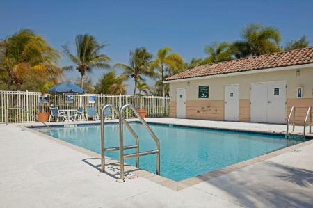Swimming pool [outdoor] Extended Stay America Miami Airport Doral