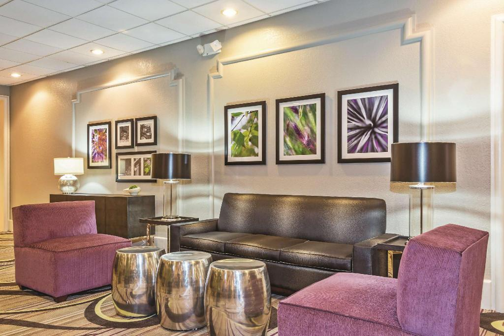 Lobby La Quinta Inn & Suites New Orleans Airport