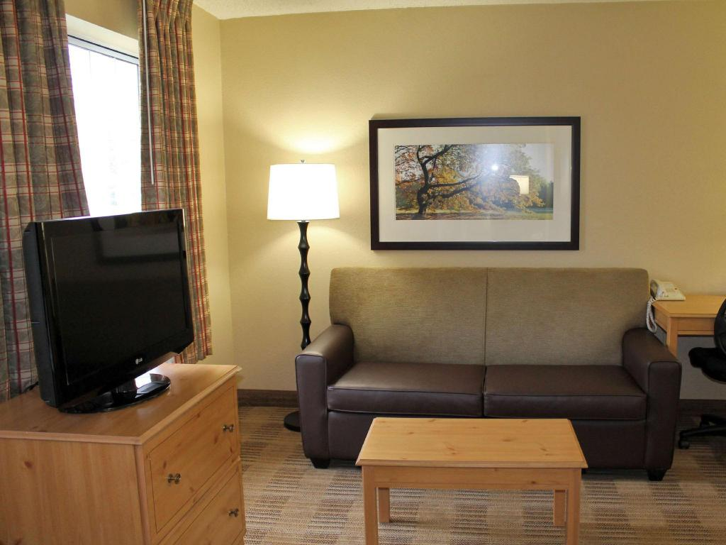 Deluxe King Non-Smoking Extended Stay America Houston Galleria Uptown