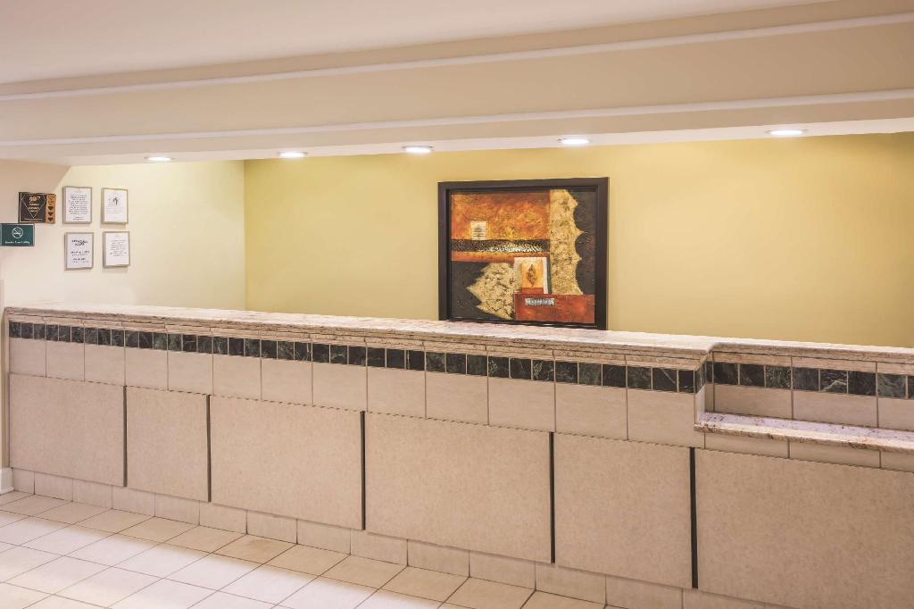 Lobby La Quinta Inn & Suites Atlanta Stockbridge