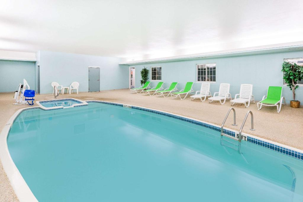 Piscina Super 8 By Wyndham Mound City