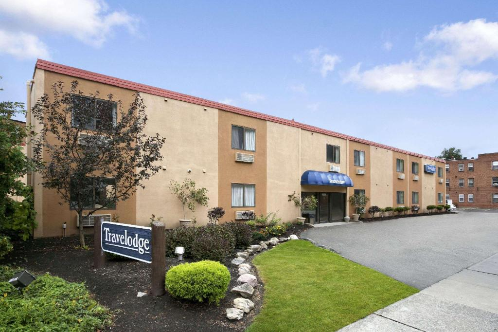 Mer om Travelodge by Wyndham Cleveland Lakewood