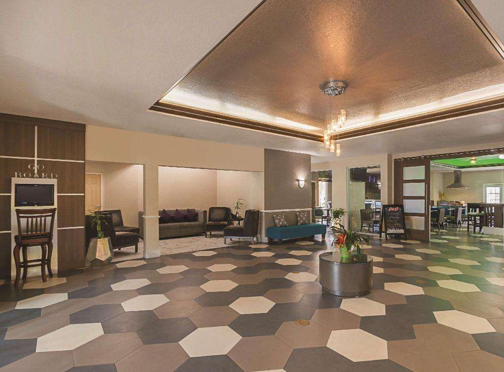 Lobby La Quinta Inn & Suites Houston Kingwood Medical