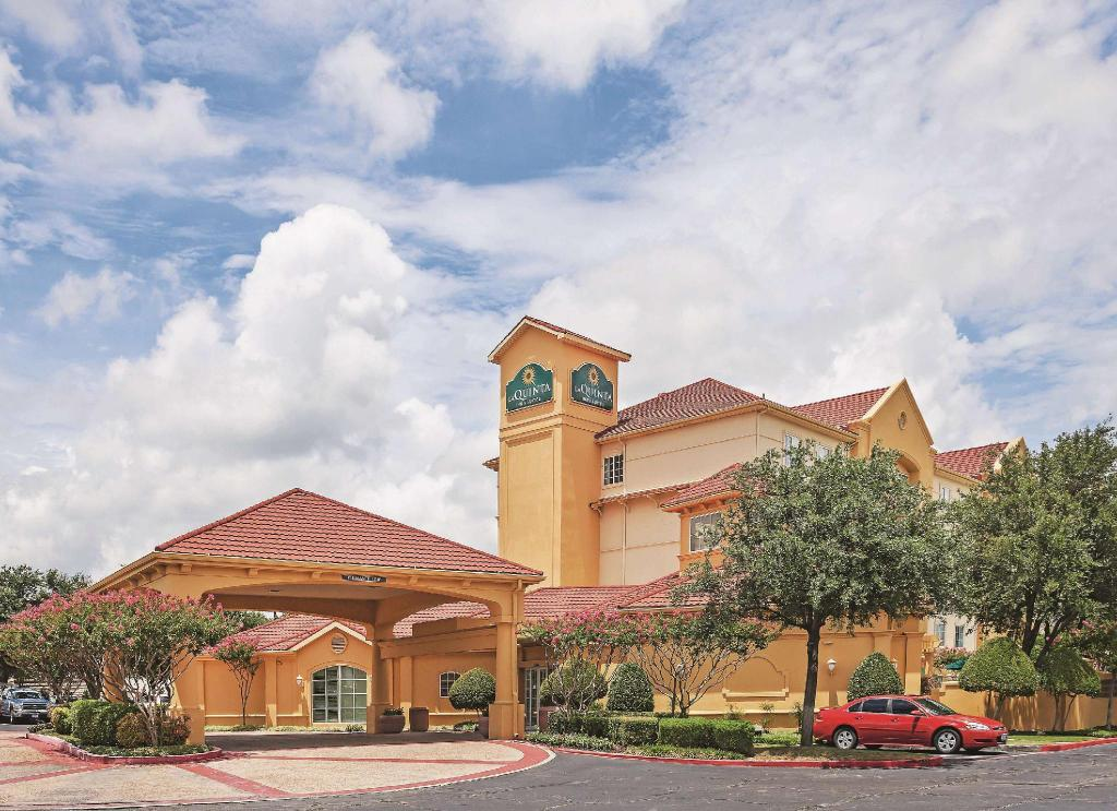 La Quinta Inn & Suites Dallas Arlington South