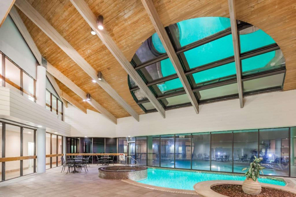 Swimming Pool Wyndham Virginia Beach Oceanfront