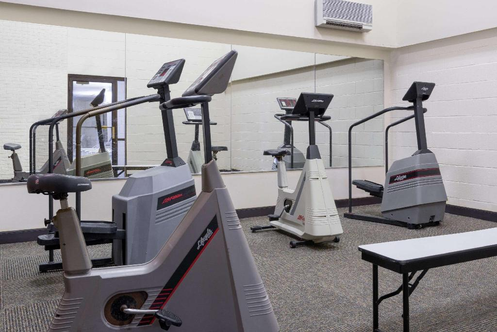 Centro de fitness Baymont by Wyndham Muncie Near Ball State University