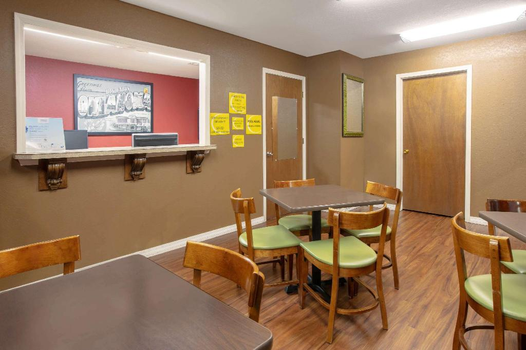 Lobby Super 8 By Wyndham Big Cabin/Vinita Area