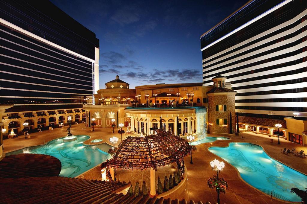 Peppermill Resort Spa Casino Rooms