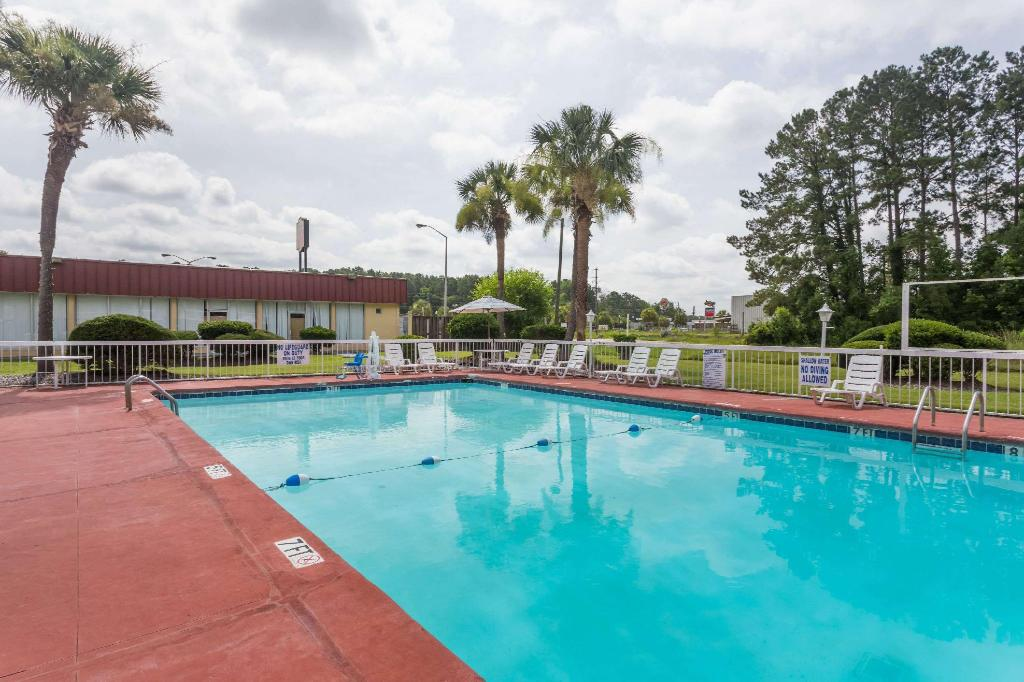 utomhuspool Super 8 By Wyndham Hardeeville