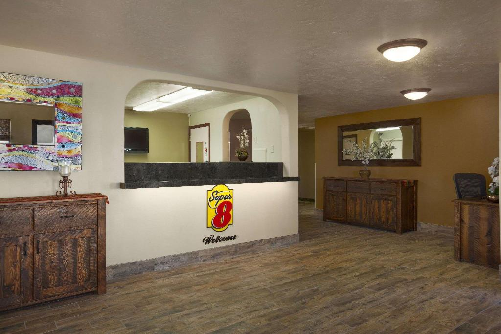 Lobby Super 8 By Wyndham Idaho Falls