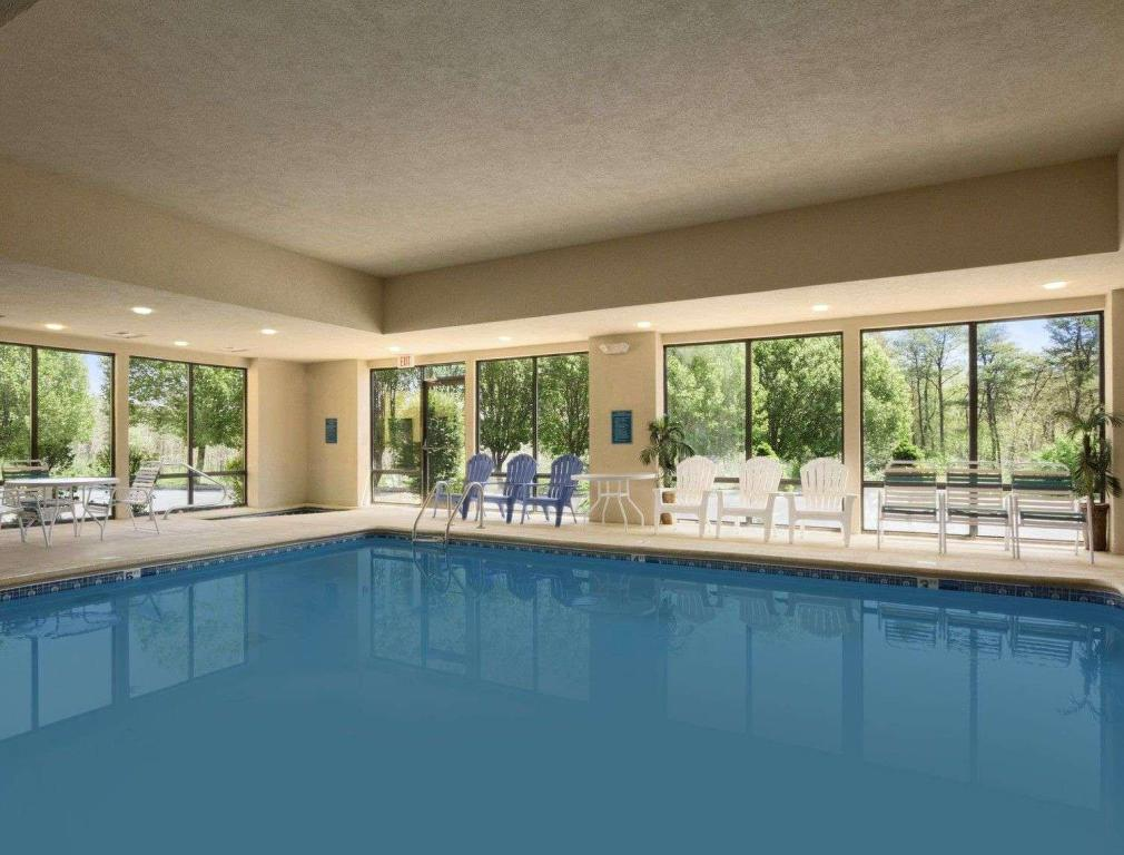 Piscina Baymont by Wyndham Crossville