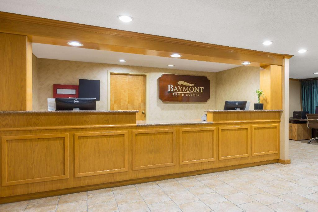 Lobby Baymont by Wyndham Kitty Hawk Outer Banks