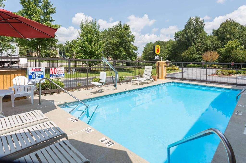 Piscina exterior Super 8 By Wyndham Norcross/I-85 Atlanta