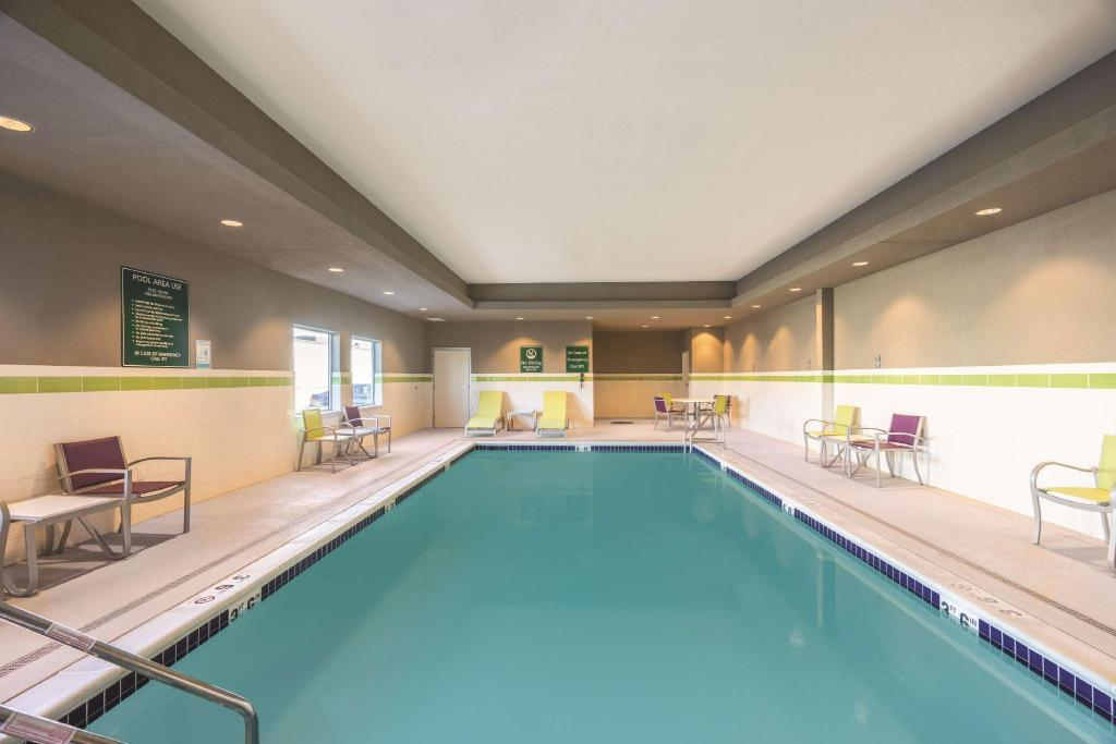 Pool La Quinta Inn & Suites Memphis Downtown