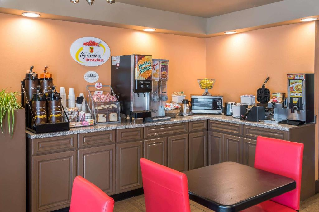 Coffee Shop/Café Super 8 By Wyndham Batavia E Of Darien Lake Theme Park