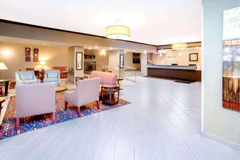 il wyndham garden schaumburg chicago. Black Bedroom Furniture Sets. Home Design Ideas