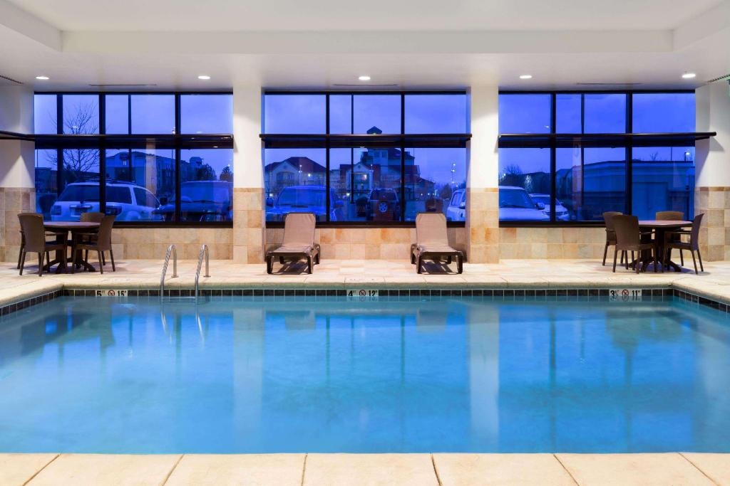 Piscina Baymont by Wyndham Denver International Airport