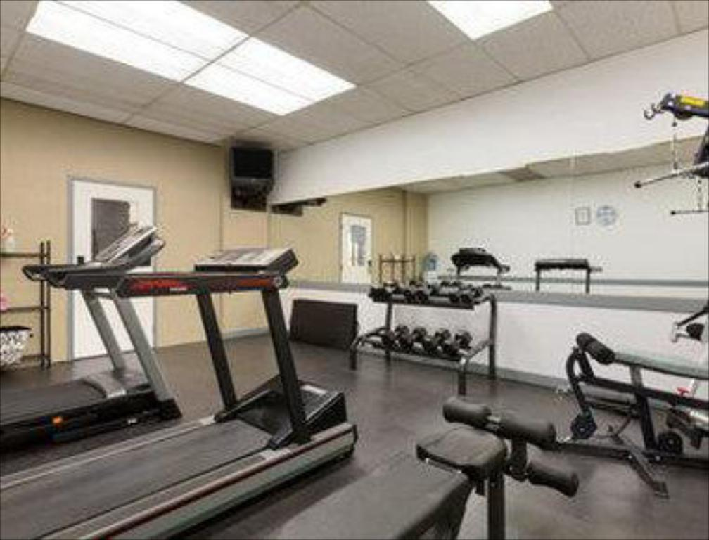 Gimnasio Days Inn by Wyndham Calgary South