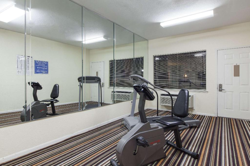 Centro de fitness Days Inn by Wyndham Houston-Galleria TX