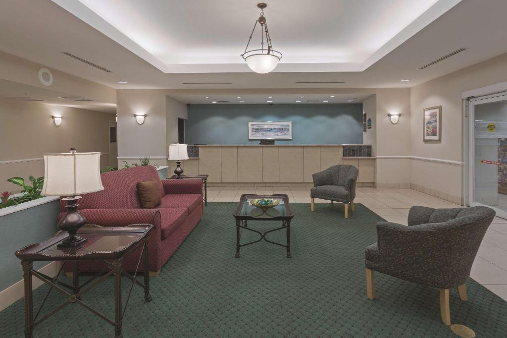 Lobby La Quinta Inn & Suites Fort Myers Airport