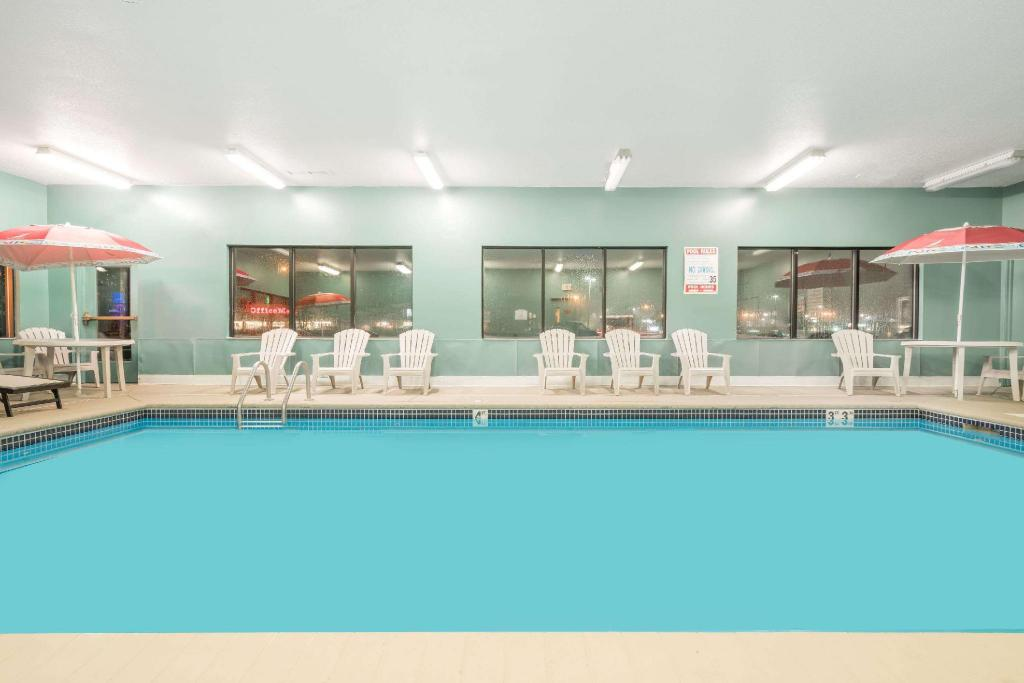 Pool Baymont by Wyndham Eau Claire WI