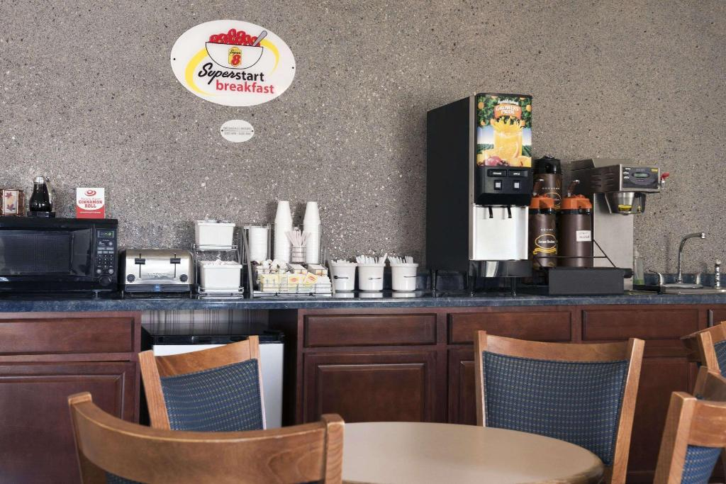 Café Super 8 By Wyndham Danville