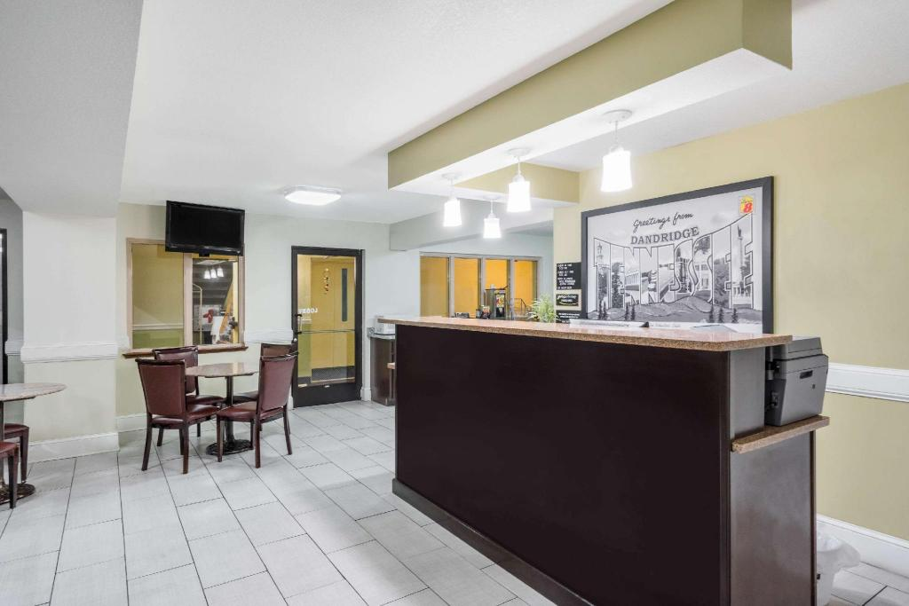 Lobby Super 8 By Wyndham Dandridge