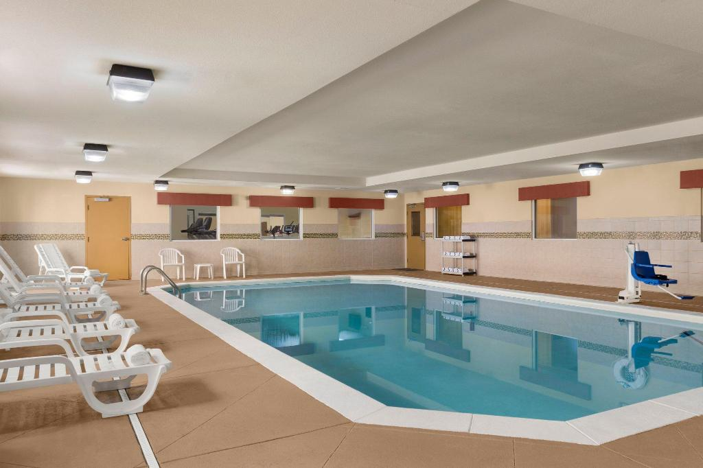 Pool Country Inn & Suites by Radisson, Macon North, GA
