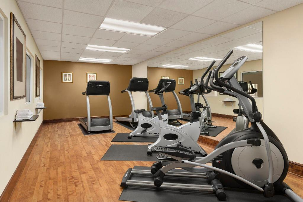 gym Country Inn & Suites by Radisson, Macon North, GA