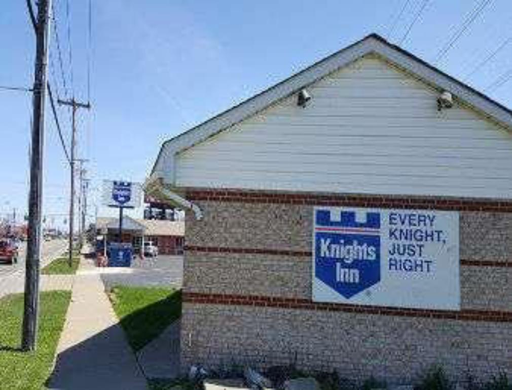 Knights Inn Niagara Falls Near IAG Airport