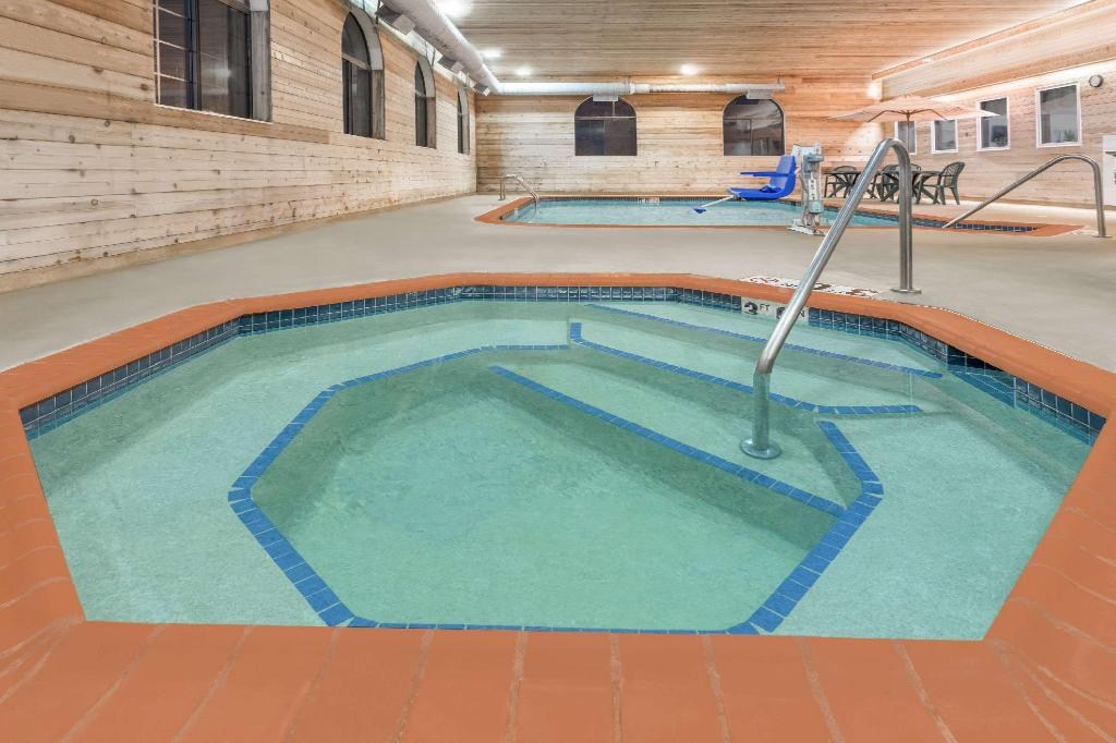 Piscina Days Inn by Wyndham Iron Mountain