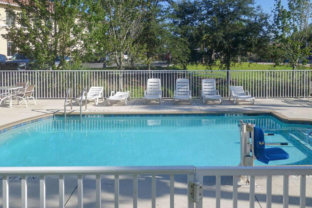 Piscina exterior Quality Inn & Suites Lehigh Acres Fort Myers