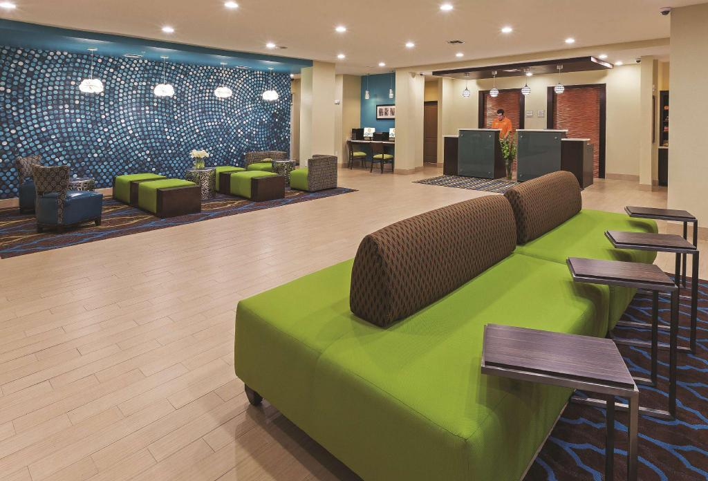 Lobby La Quinta Inn and Suites Beeville