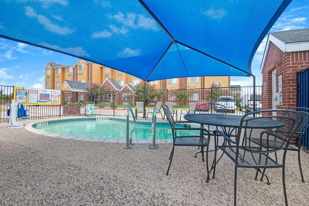 utomhuspool Microtel Inn & Suites by Wyndham San Antonio Northeast