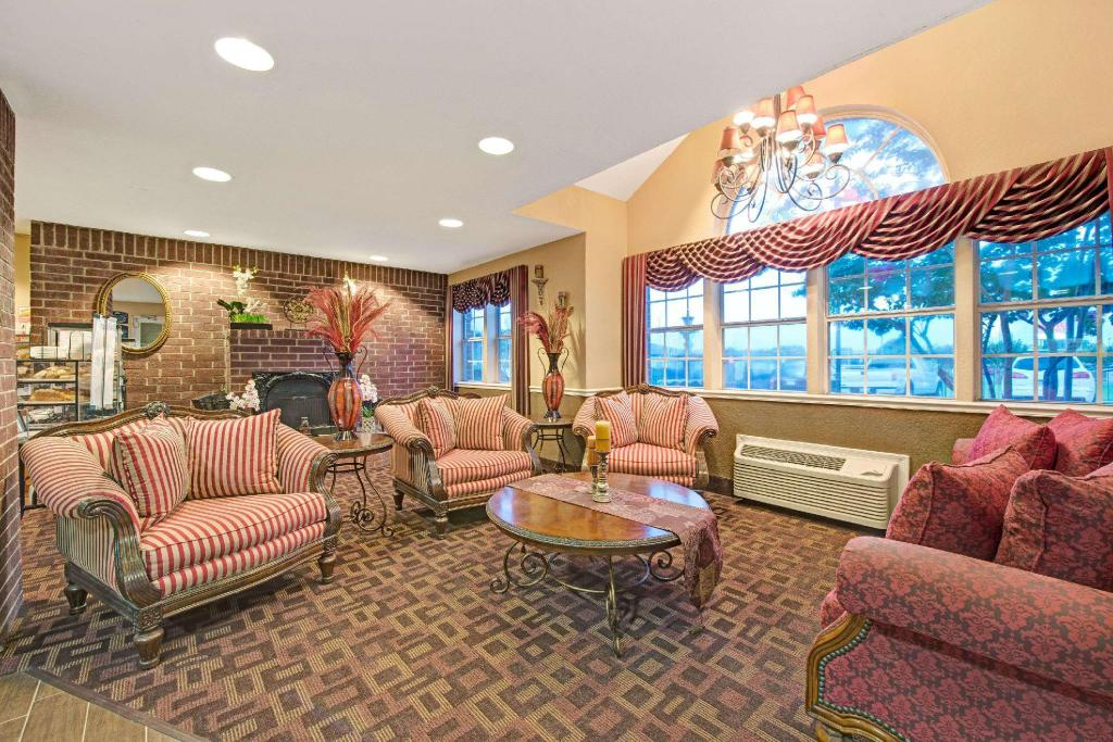 Lobby Microtel Inn & Suites by Wyndham San Antonio Northeast